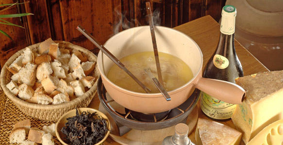 la vraie recette de la fondue savoyarde. Black Bedroom Furniture Sets. Home Design Ideas