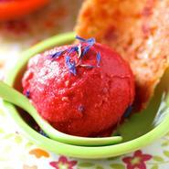 La recette facile du sorbet à la framboise avec ses tuiles à la rose